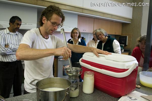 makingyogurt-11