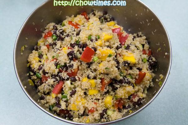 Quinoa-Mango-Salad-8-600x400