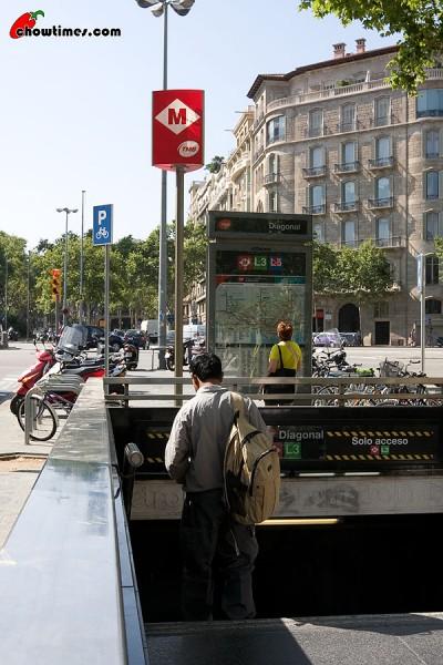 Barcelona-Metro-1-400x600