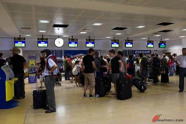 Ryanair-Girona-Airport-1-600x400