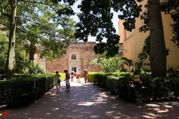 Seville-Real-Alcazar-20-600x400