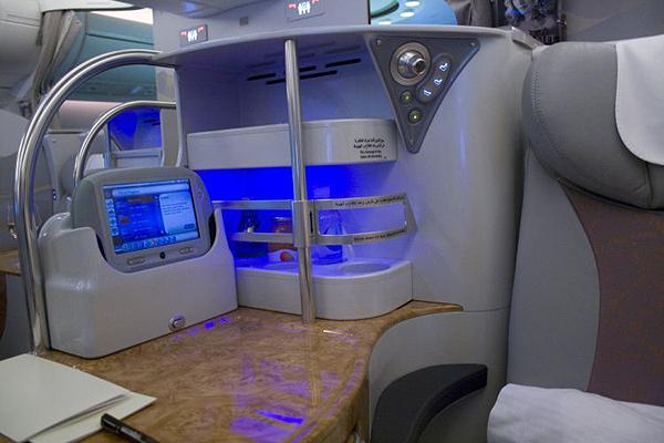Emirates-Airbus-A380-10