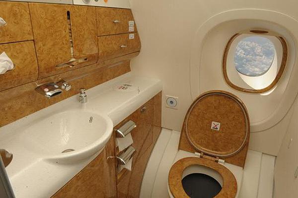 Emirates-Airbus-A380-11