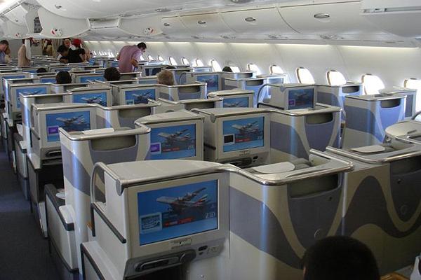 Emirates-Airbus-A380-15