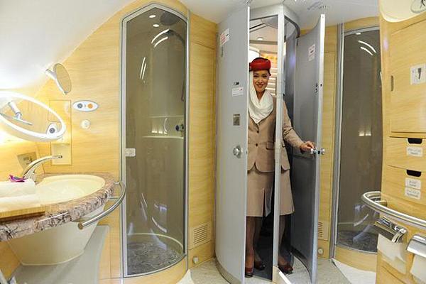 Emirates-Airbus-A380-7
