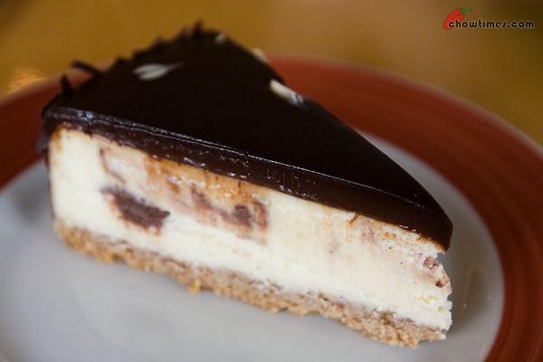 Pastry-Club-Dessert-Cafe-4-600x400