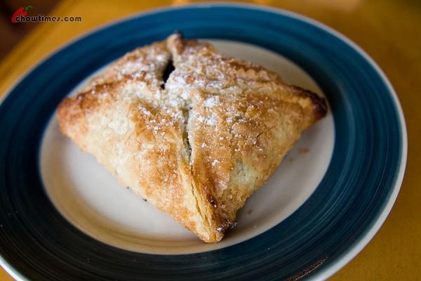Pastry-Club-Dessert-Cafe-6-600x400