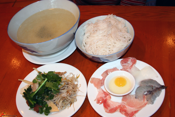 Crossing-Bridge-Rice-Noodle-Dishes-1