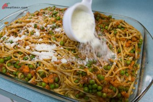Pasta-with-Tomato-and-Peas-6-300x200