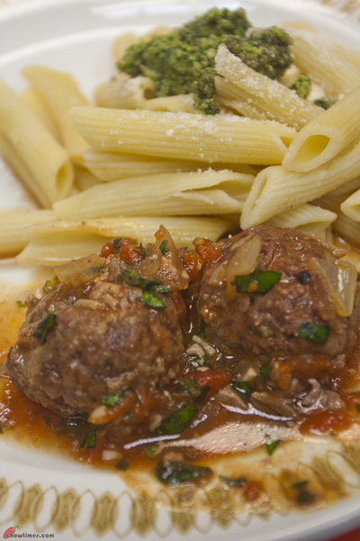 Beef-Turkey-Meatballs-with-Tomato-Sauce-on-Pasta-10