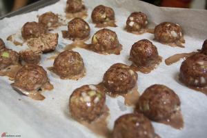 Beef-Turkey-Meatballs-with-Tomato-Sauce-on-Pasta-6