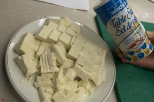 Soft-Tofu-with-Century-Eggs-3