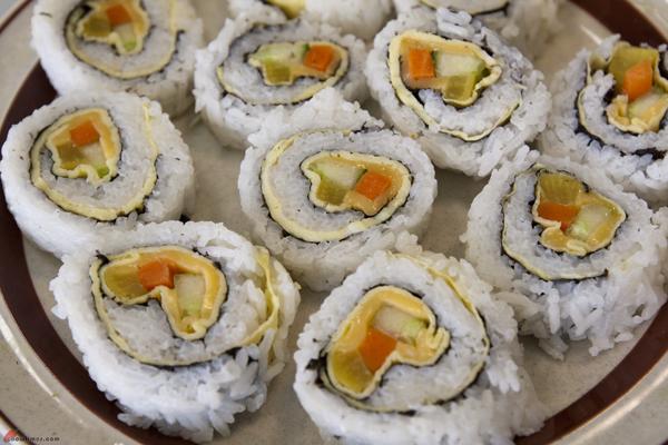 Caring-Place-Community-Kitchen-Making-Sushi-48
