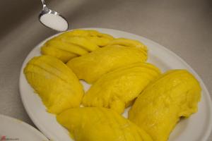 Thai-Dessert-Mango-with-Sticky-Rice-7