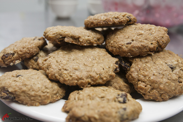 Dried-Fruit-and-Spice-Oatmeal-Cookies-15