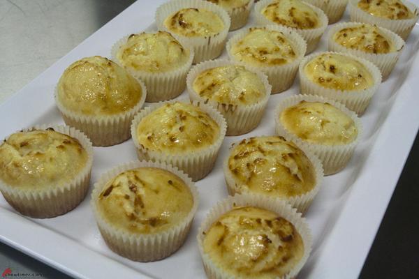 Cream-Cheese-and-Lemon-Muffins-4