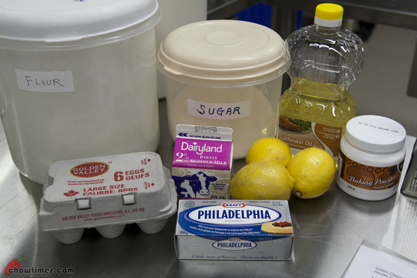 Cream-Cheese-and-Lemon-Muffins-8