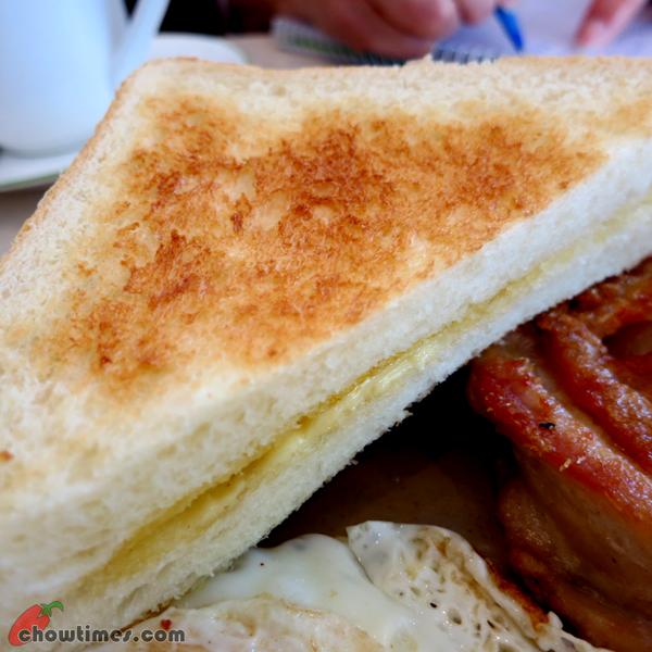 Breakfast-at-Honolulu-Cafe-Kingsway-Vancouver-4