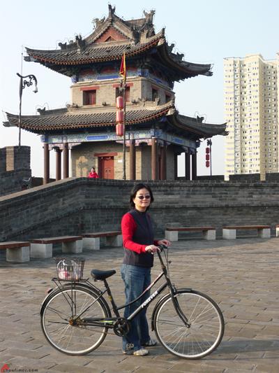 Xian-Day-1-Biking-On-City-Wall-11