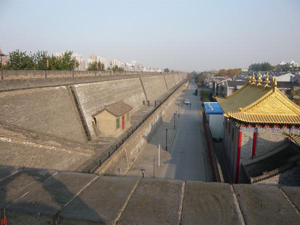 Xian-Day-1-Biking-On-City-Wall-12