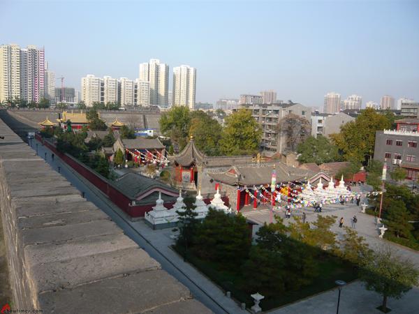 Xian-Day-1-Biking-On-City-Wall-16