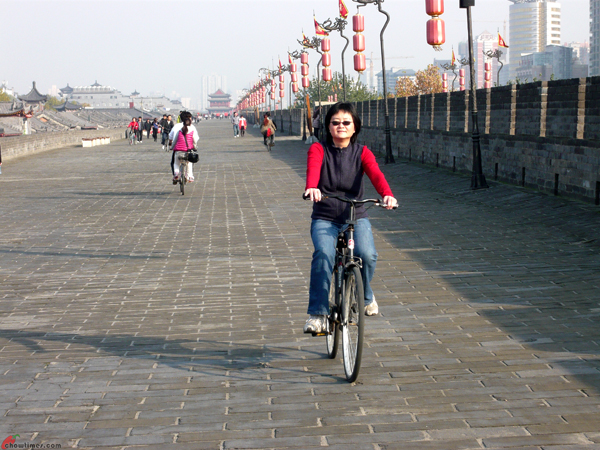 Xian-Day-1-Biking-On-City-Wall-9