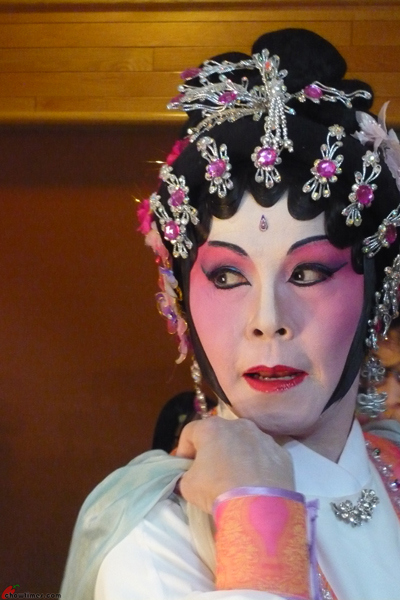Cantonese-Opera-Makeup-Application-21