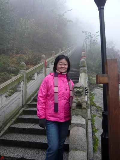 Xian-Day-4-Taking-Cable-Car-Up-Huashan-6