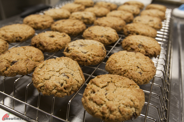 Chocolate-Chip-Coconut-Oat-Cookies-04