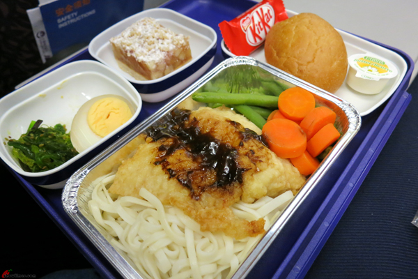 Flying-to-Kuala-Lumpur-via-China-Eastern-06