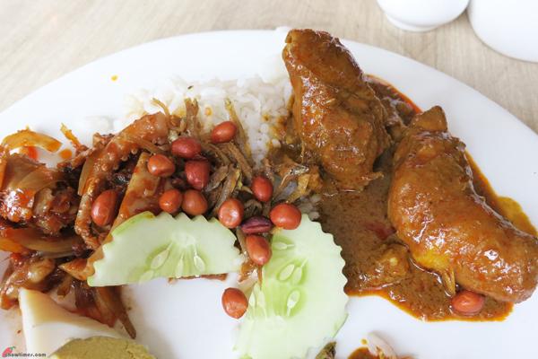Kuala-Lumpur-Day-2-Breakfast-at-Crown-Cafe-01