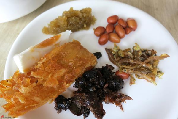 Kuala-Lumpur-Day-2-Breakfast-at-Crown-Cafe-04