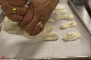 Ricciarelli-Italian-Almond-Meringue-Cookies-06