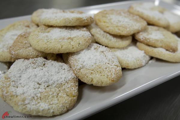 Ricciarelli-Italian-Almond-Meringue-Cookies-10