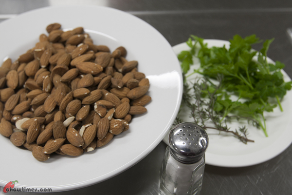 Roasted-Almonds-with-Herbs-01