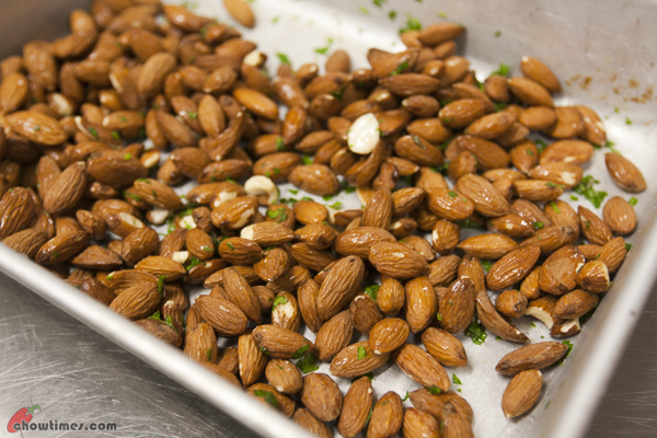 Roasted-Almonds-with-Herbs-02