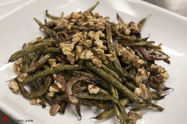 Roasted-Green-Beans-with-Red-Onion-and-Walnuts-08